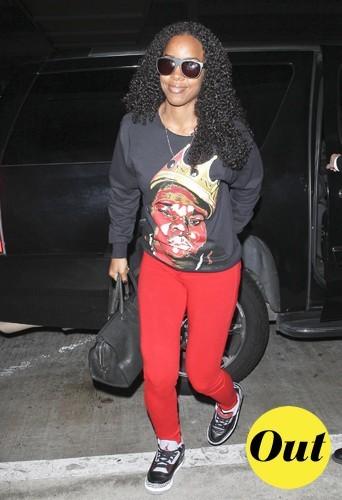 Le pantalon rouge ne fait pas tout Kelly !