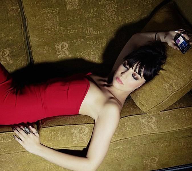 Paresseuse en robe de tapis rouge