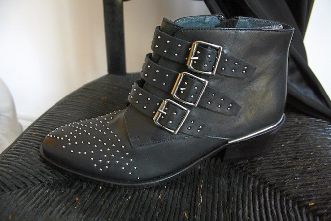 Bottines plates cloutées, Jonak 115 €