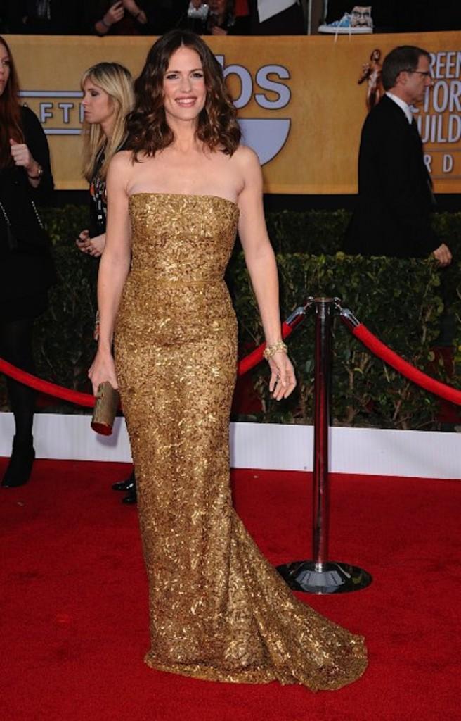 Jennifer Garner sort le grand jeu en robe dorée sur red carpet !