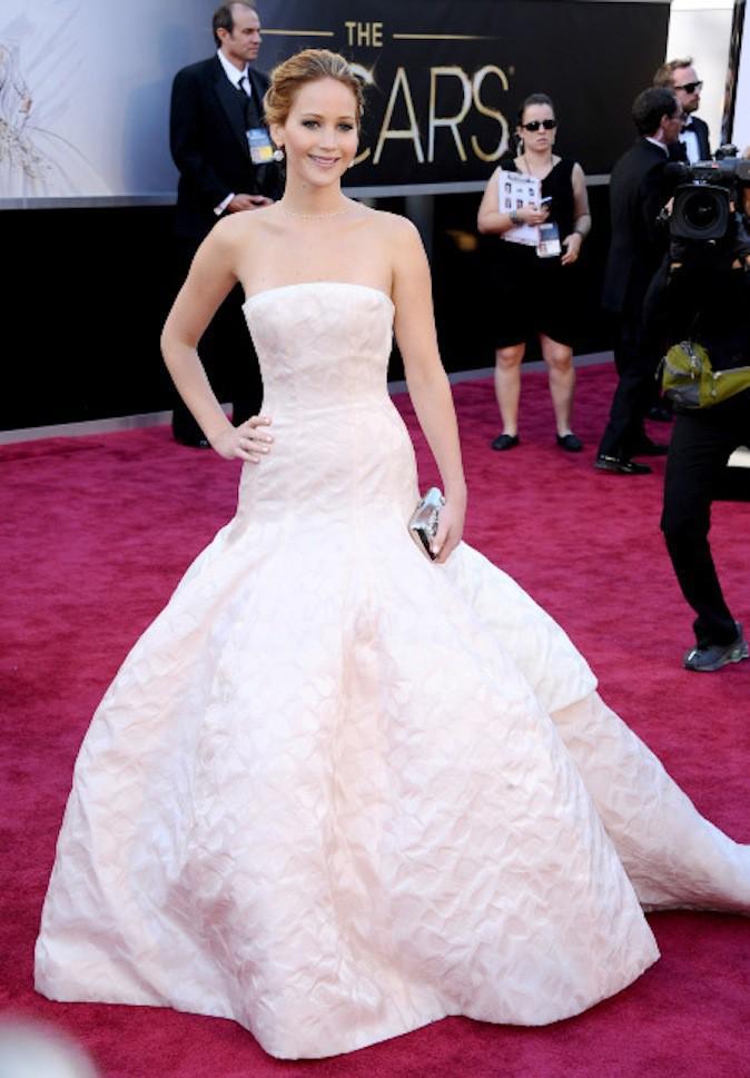 Jennifer Lawrence, le blanc lui va si bien et ressort sur red carpet !