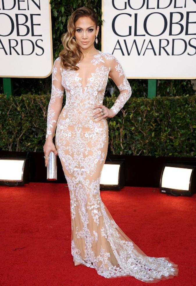 Jennifer Lopez, le blanc lui va si bien et ressort sur red carpet !