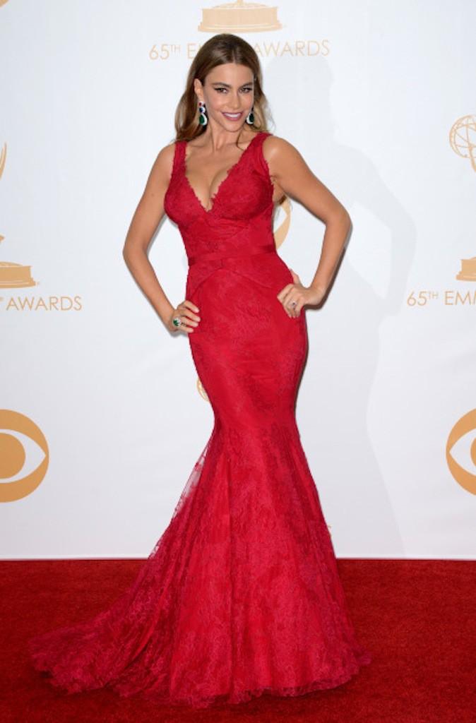 Sofia Vergara en robe rouge ton sur ton sur red carpet !