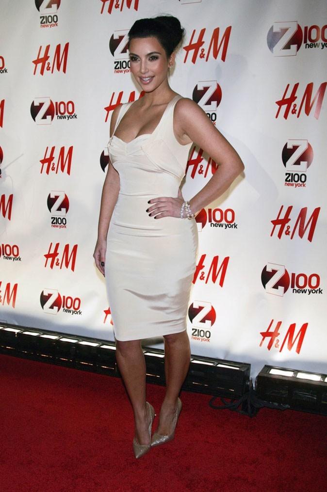 Kim Kardashian : une robe moulante créée par Zac Posen !