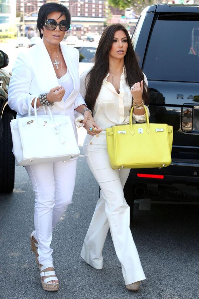 Total looks blancs pour Kim et Kris pour le shopping chez Vera Wang !