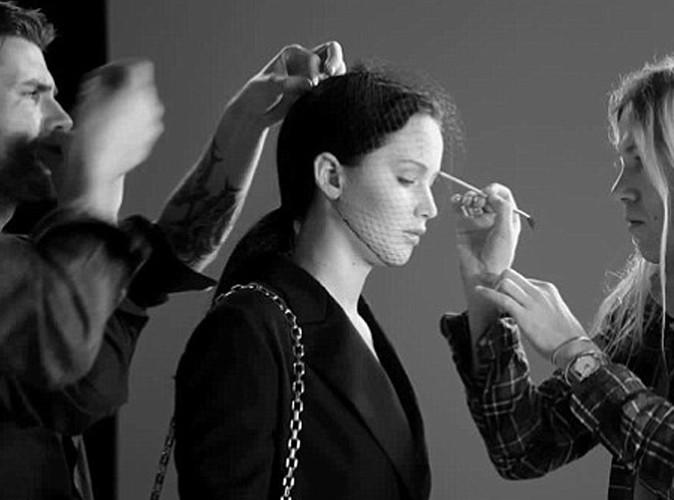 Jennifer Lawrence lors du shooting pour la campagne des sacs Dior