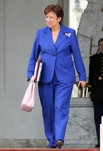 Roselyne Bachelot en bleu de cobalt