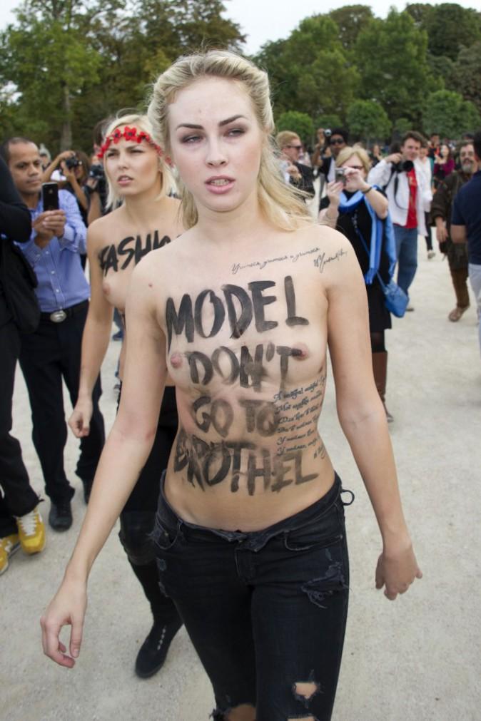 Mode : deux militantes FEMEN perturbent le défilé Nina Ricci de la fashion Week de Paris !
