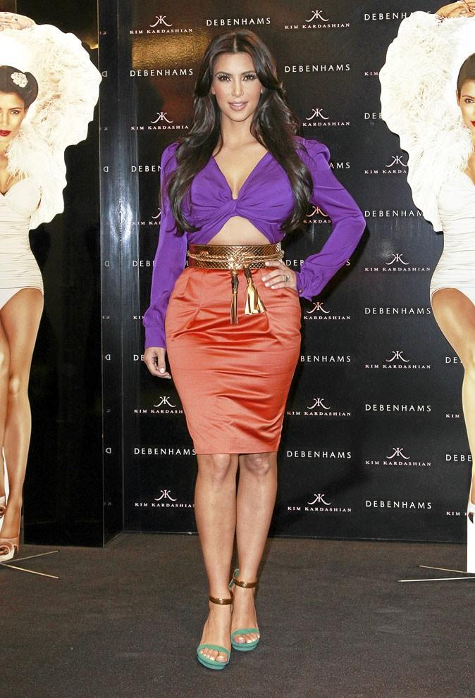 Le look color block orange et violet de Kim Kardashian !