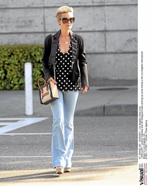 Laeticia Hallyday porte le sac Luggage de Céline