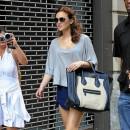 Leighton Meester porte le sac Luggage de Céline