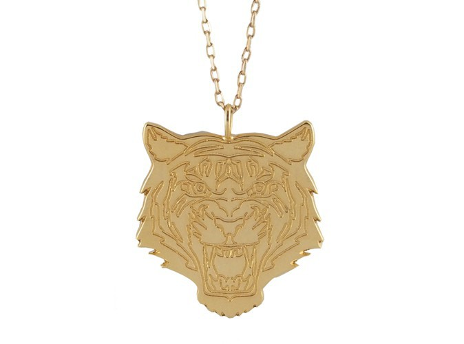 Collier sautoir pendentif or Tigre. Prix : 149€