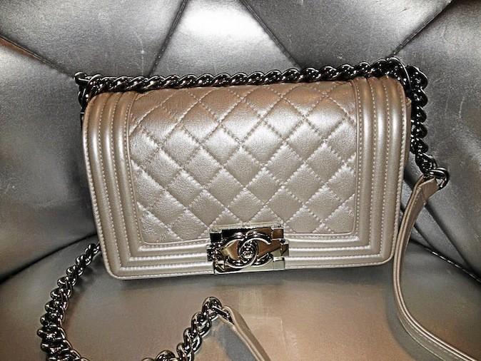 On peut vendre nos fringues ou sacs de luxe grâce à Sarah Byluxe (bevbyluxe@live.fr)