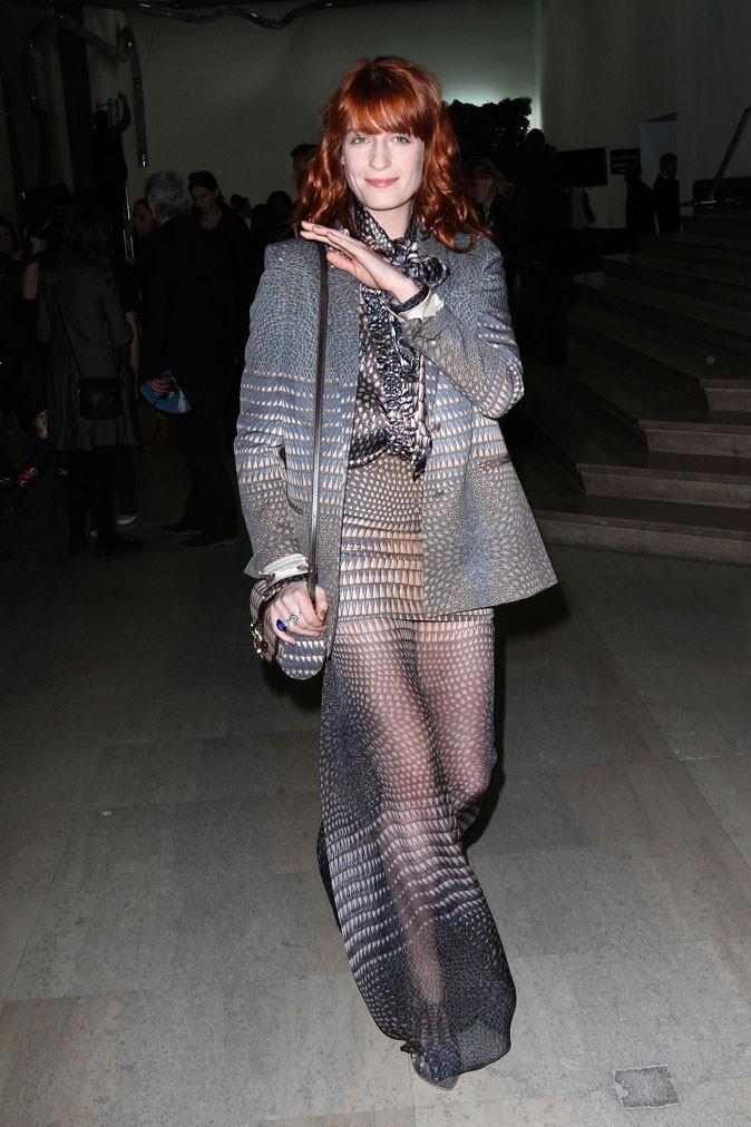 Florence Welch en ensemble voile motifs vintage au défilé Givenchy A/W 2011 !