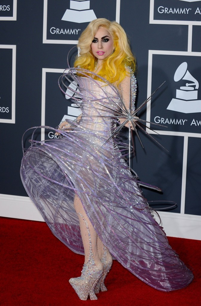 Lady Gaga vêtue d'une création made in Giorgio Armani