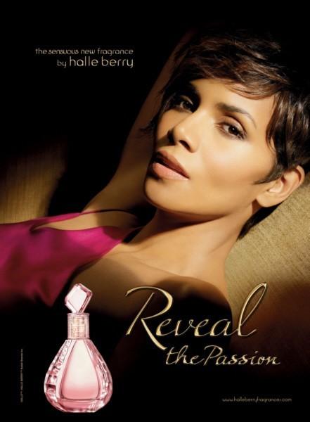 """Halle Berry pour la campagne de son dernier parfum """"Reveal the Passion"""""""