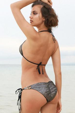 Irina Shayk : toujours aussi bombesque pour la marque de maillots de bain Beach Bunny !