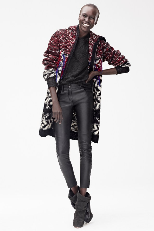 Cardigan : £79.99 (environ 95 euros); Pantalon, £179.99 (environ 214 euros); top, £59.99 (environ 71 euros); boots, £149.99 (environ 178 euros)