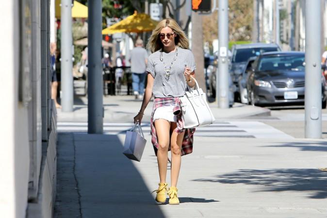 Ashley Tisdale et ses chaussures Isabel Marant