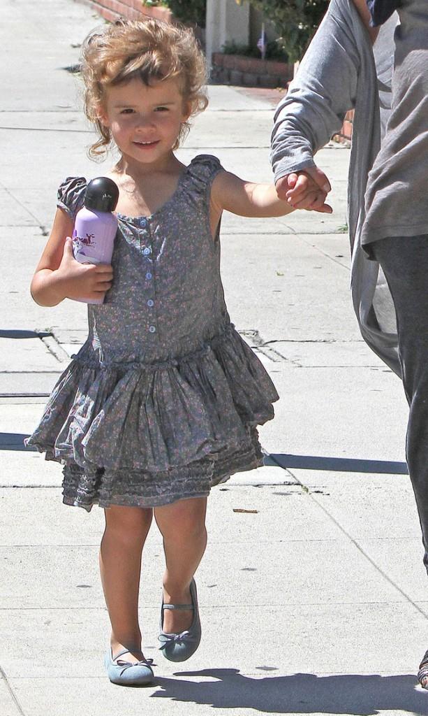 Honor Marie joue les adorables petites filles modèles !