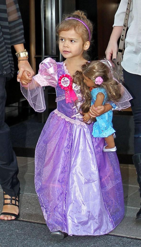 Honor Marie se promène en robe de princesse pour son anniversaire !