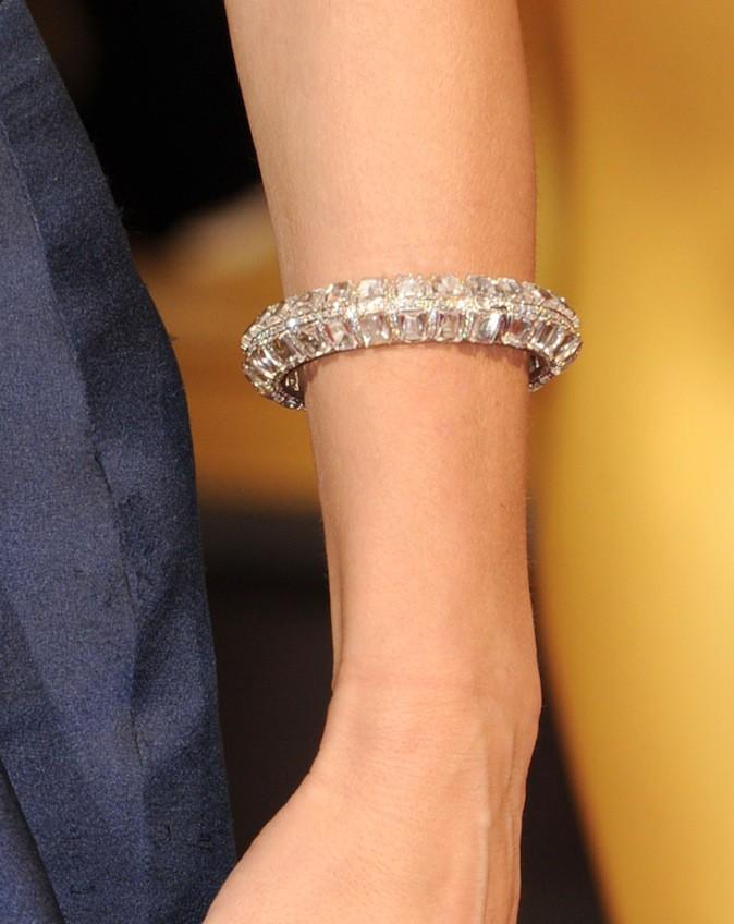 Sandra Bullock et ses bijoux Lorraine Schwartz à 8,2 millions de $