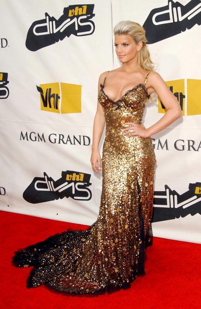 Maxi robe en sequin doré et maxi décolleté pour Jessica