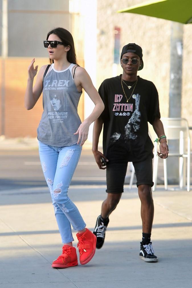 Pour sa soeur Kendall hors de question de ne pas afficher les produits de son beau-frère, ici les baskets !