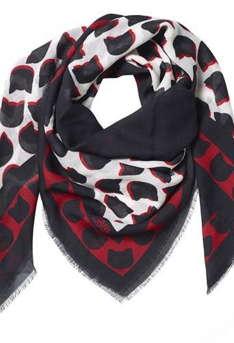Echarpe en laine de la collection Karl Lagerfeld inspirée de Choupette, 250€