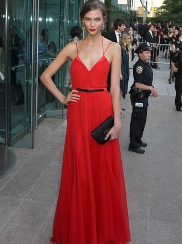 Une sublime robe rouge éclatante