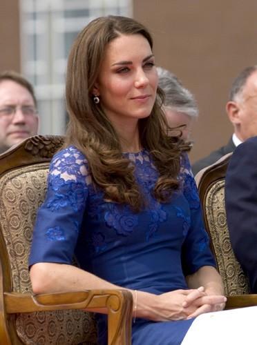 Mais aussi la dentelle, sexy la duchesse !