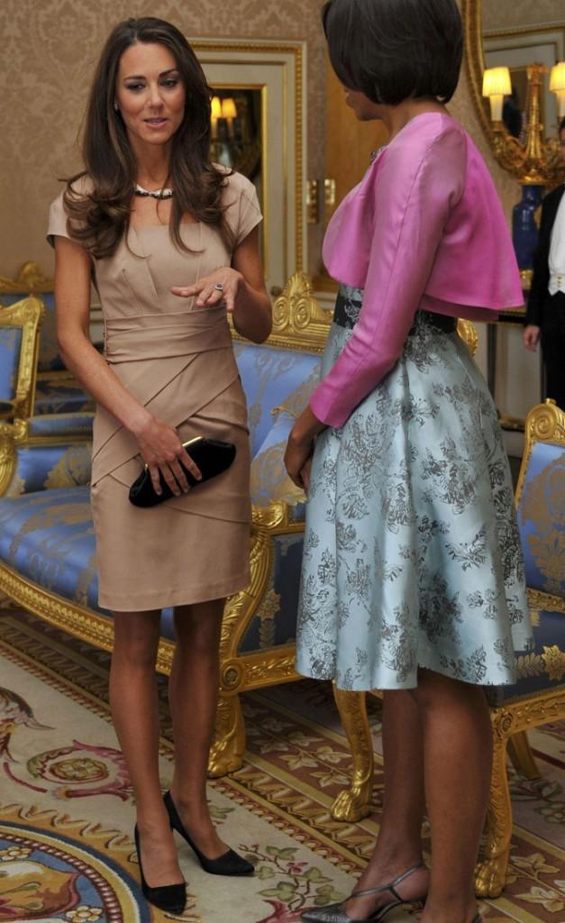 La robe nude de Kate Middleton fait beaucoup plus chic que le look de Michelle Obama !