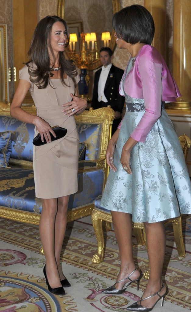 La robe Shola Reiss de Kate Middleton assortie d'accessoires noirs