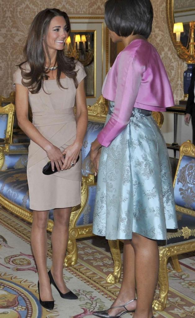 Michelle Obama n'est pas sûre que le beige lui aille aussi bien qu'à Kate...