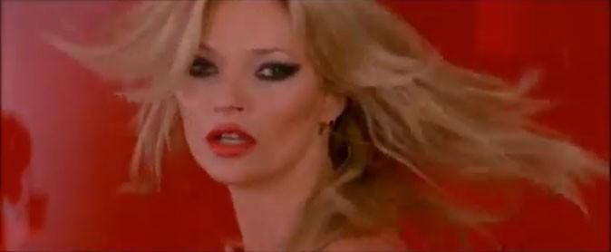 Kate Moss, dans son élément sous l'objectif du photographe !