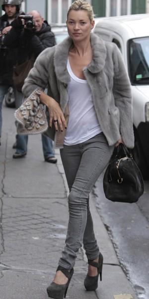 Kate Moss, la fourrure en lapin, chassée par les paparazzis !