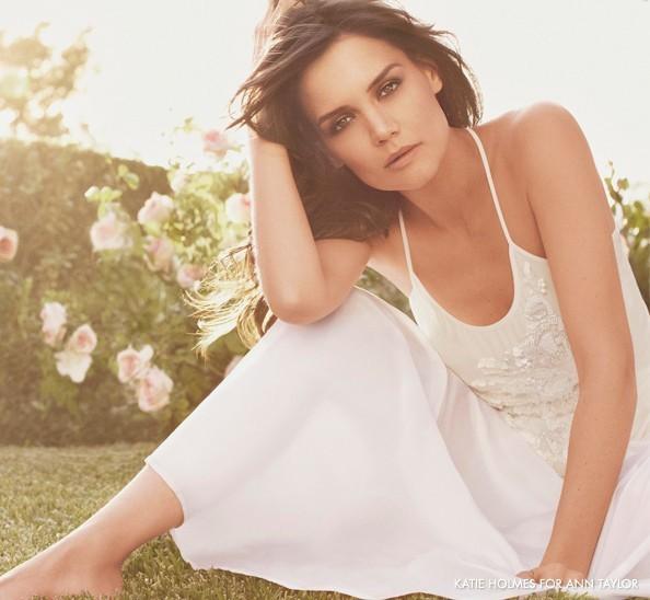 Mode: Katie Holmes respire la fraîcheur pour la campagne printemps/été 2011 de Ann Taylor!