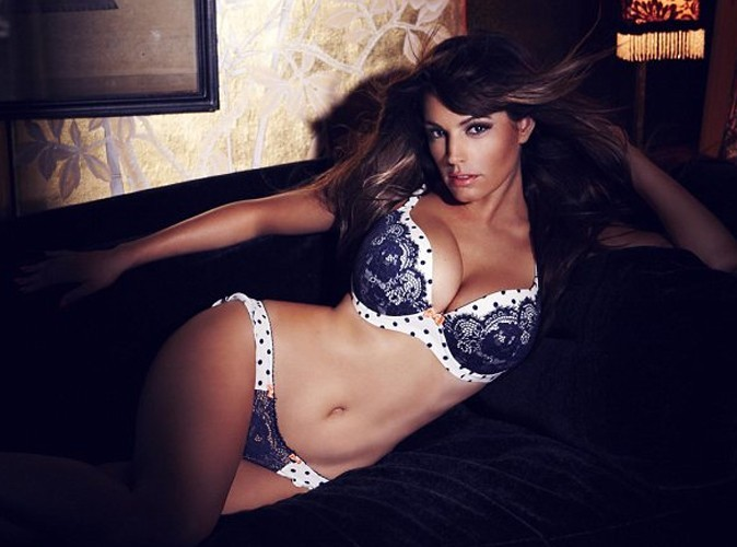 Kelly Brook en lingerie sexy pour New Look