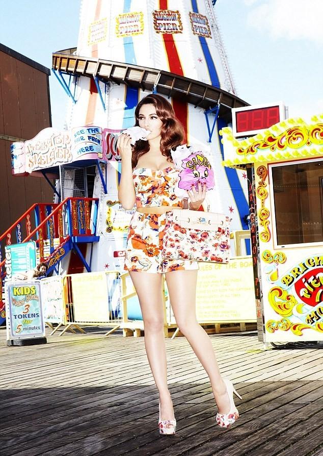 Kelly Brook pour sa collection printemps-été 2012 chez New Look