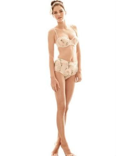 Kendall Jenner pose déjà en maillot de bain !