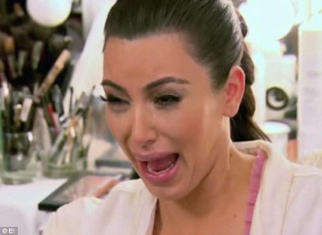 Kim Kardashian qui pleure