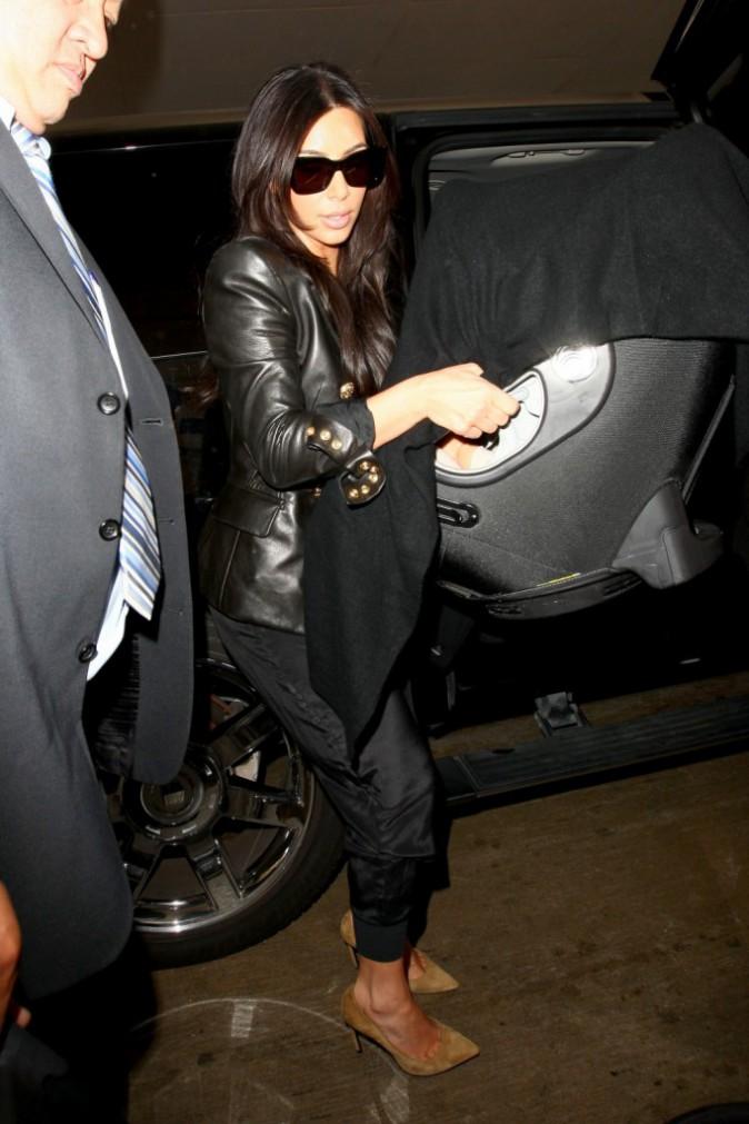Mode : Kim Kardashian : ses chaussures toutes remplacées par sa paire Yves Saint Laurent !