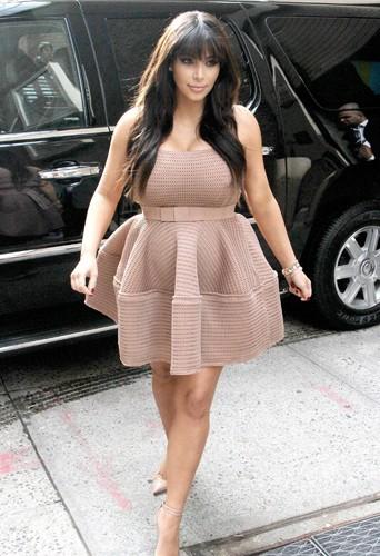 Kim en aurait-elle enfin abandonné les jupes trop serrées ?