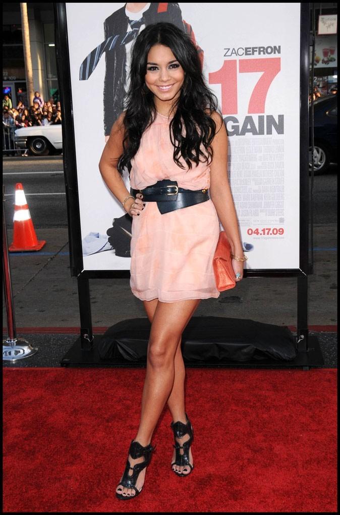 2009 : Toute mignonne avec sa robe saumon