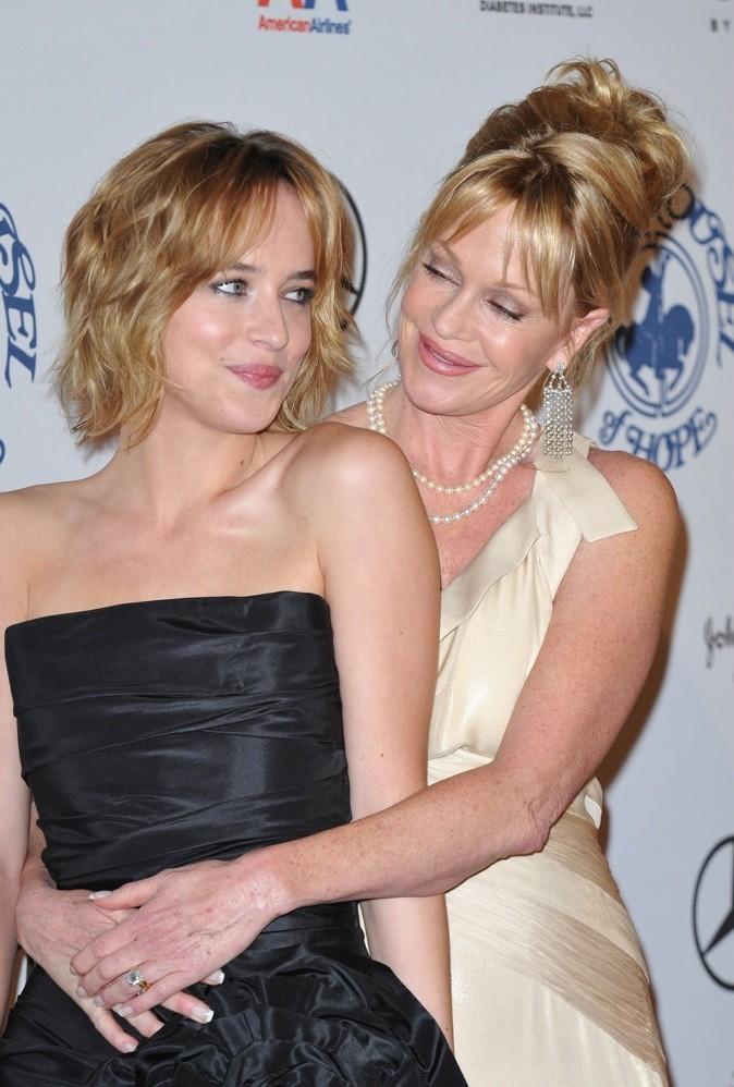 Dakota Johnson avec sa mère Melanie Griffith en 2008