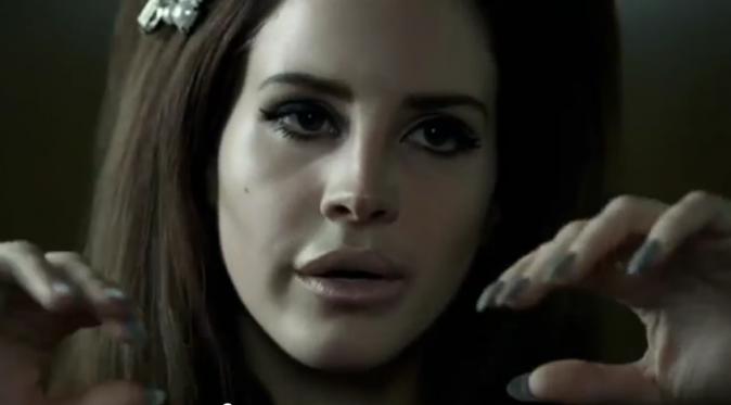 Lana Del Rey se met en scène tout en délicatesse...