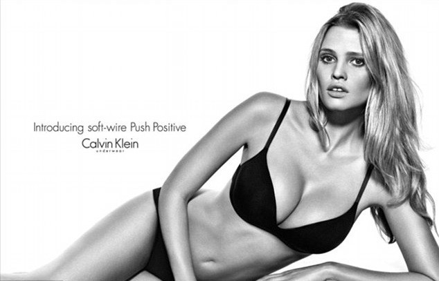 Lara Stone pour les sous-vêtements Calvin Klein collection 2012/2013