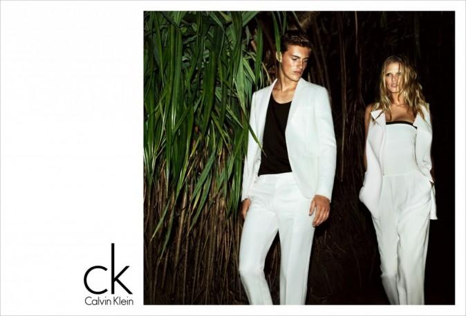 Lara Stone et Myles Crosby pour la nouvelle campagne printemps-été 2012 de Calvin Klein