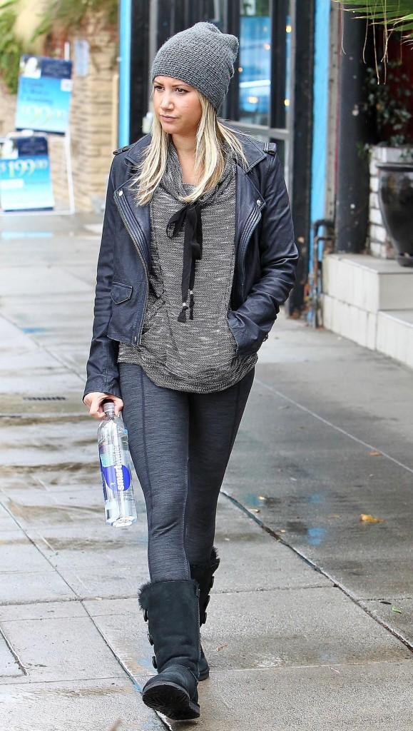 Le bonnet du 10/10/2013 porté par Ashley Tisdale : chic ou swag ?