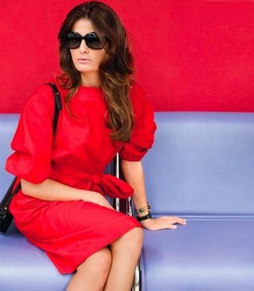 Mode : la robe rouge sexy d'Isabeli Fontana pour la campagne printemps-été 2011 Mango